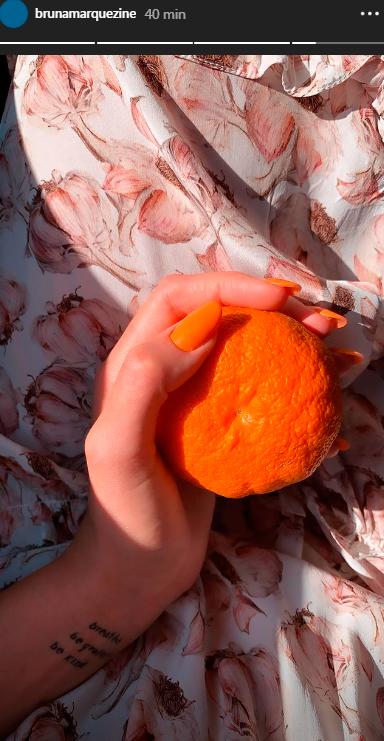 bruna-marquezinha-unha-esmalte-laranja