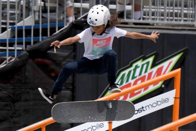 Brasileira de 11 anos se torna a mais jovem campeã de mundial de skate