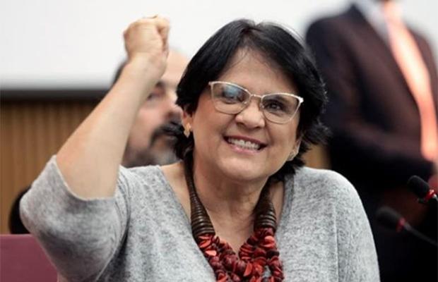 """Damares Alves diz que mulheres precisam de proteção """"por serem fortes"""""""