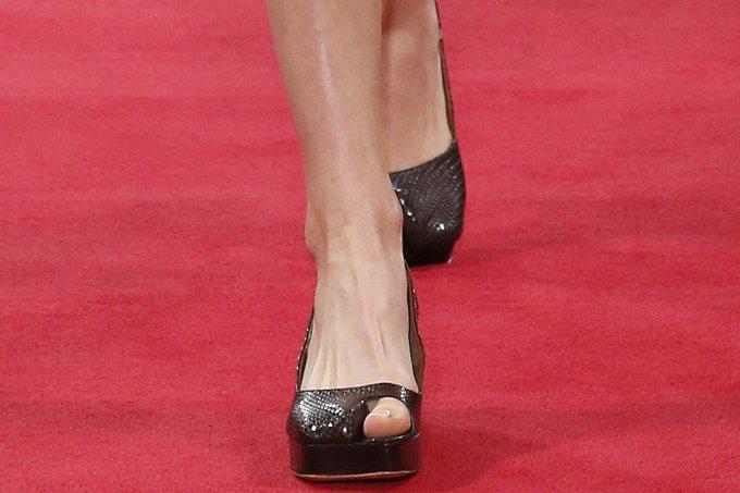Sapato com o dedão à mostra