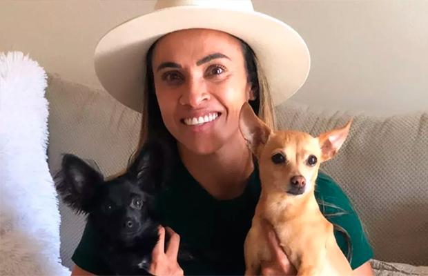 Atacante Marta está construindo abrigo para animais abandonados