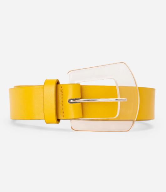 Cinto amarelo com fivela transparente da Amaro (R$ 69,90*).