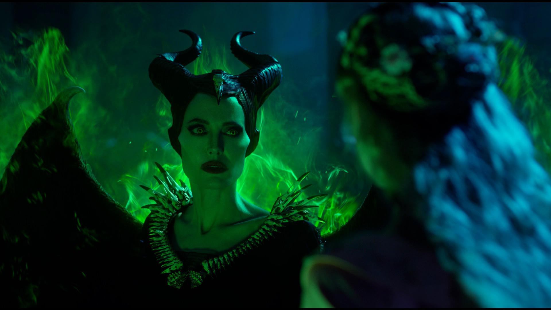 malevola-aurora-angelina-jolie-elle-fanning