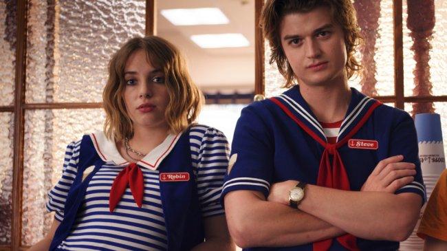 "Maya Hawke como Rovin e Joe Keery como Steve em ""Stranger Things"""