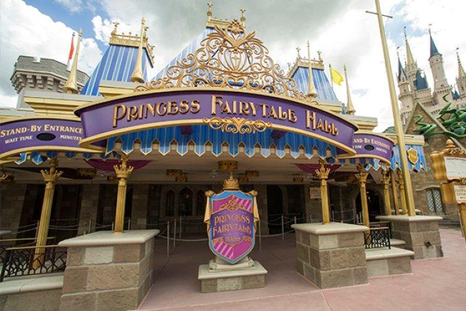 Homem é detido no parque Magic Kingdom após assediar Princesa da Disney