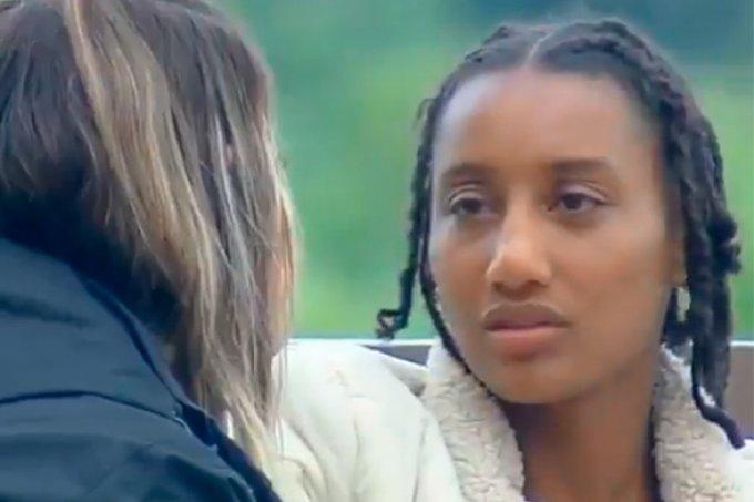 """#RacismoNaRecord: Sabrina Paiva chora e diz que """"não é tristeza, é raiva"""""""