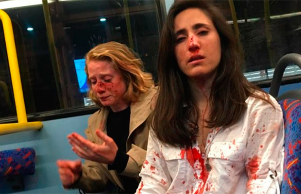 Adolescentes que agrediram casal de lésbicas são condenados em Londres