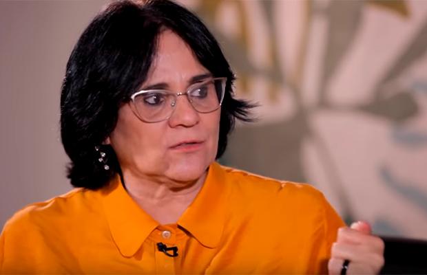 Damares Alves surpreende em entrevista e é elogiada até pela oposição