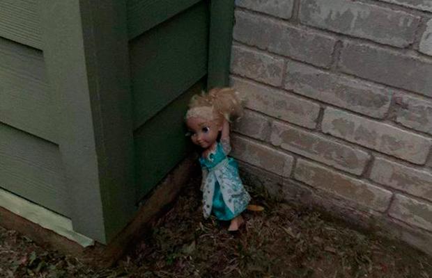 """""""Frozenbelle"""": família diz ser assombrada por boneca amaldiçoada da Elsa"""