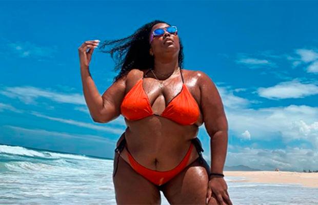 Lizzo deu um aulão aberto sobre gordofobia durante passagem pelo Brasil
