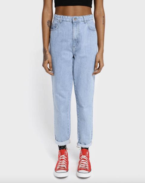 Mom jeans Riachuelo x Free Free (R$ 139,90*).