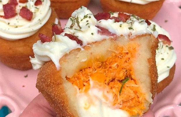 Agora os brasileiros inventaram uma nova iguaria: o cupcake de coxinha!