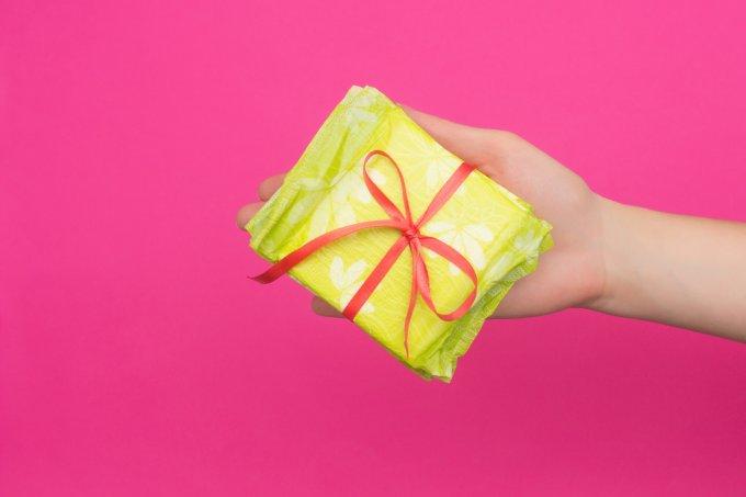 Escócia deve ser a pioneira a distribuir de graça absorventes menstruais