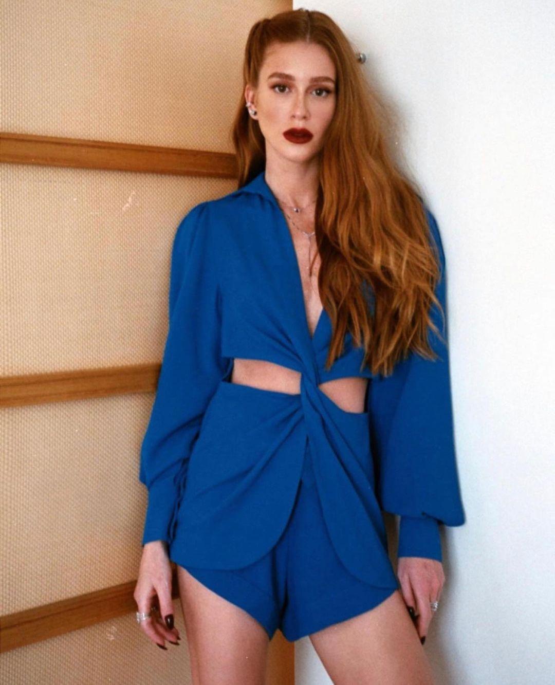 Marina Ruy Barbosa usando look azul