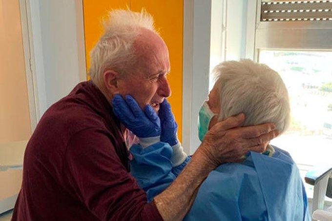 Juntos há 52 anos, casal separado pela COVID-19 tem reencontro emocionante