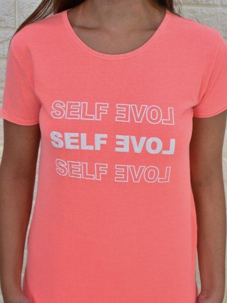 "Camiseta ""Self Love"" da loja Mundo Carmelina (R$ 70*)"