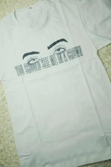 "Camiseta ""You should see me in a crown"" da Yaaas (R$ 79,90*)"