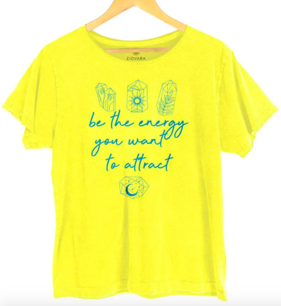 """Camiseta """"Be the energy you want to attract"""" da Ziovara (R$ 69,90*)"""