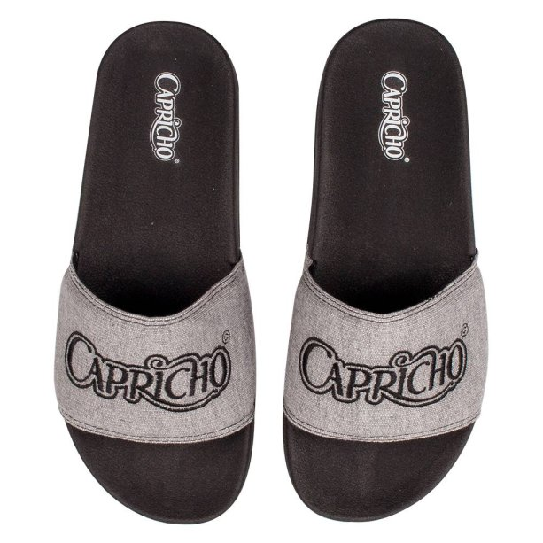 Chinelo Slide Moletom Bordado, Capricho Shoes, R$ 89,90*.