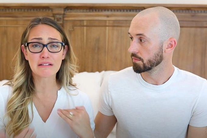 Casal de YouTubers devolve filho autista adotado em 2017 e causa revolta