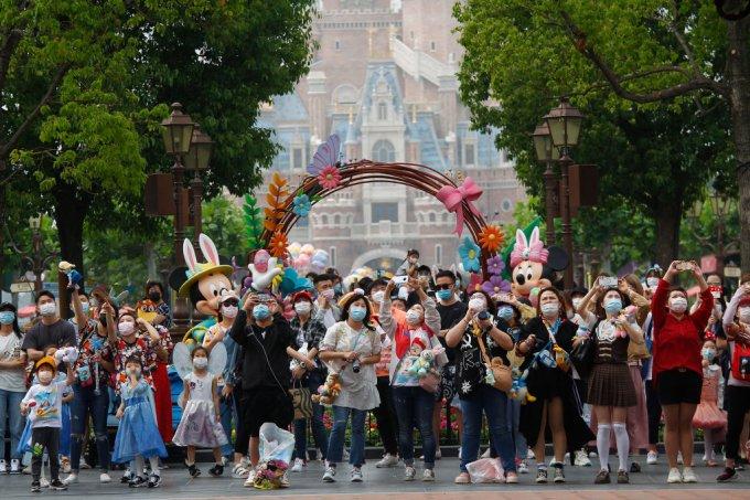Fotos da reabertura da Disneyland Shanghai em meio à pandemia de COVID-19