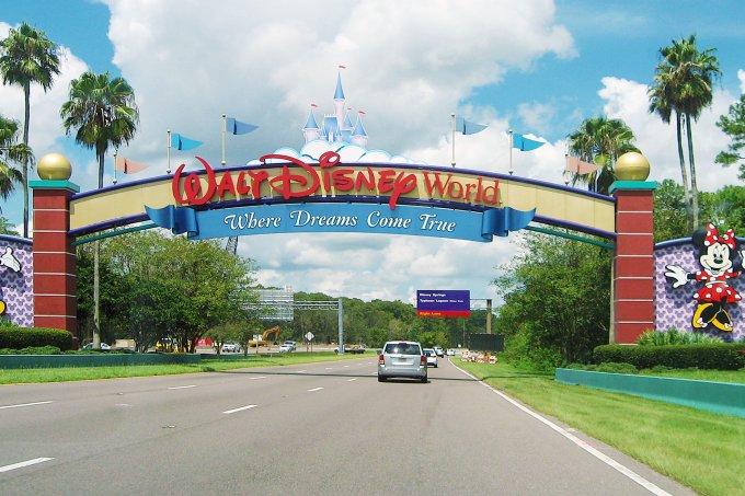 Homem é preso após resolver se isolar socialmente em terreno da Disney