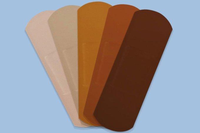Band-aid para diferentes tonalidades de pele