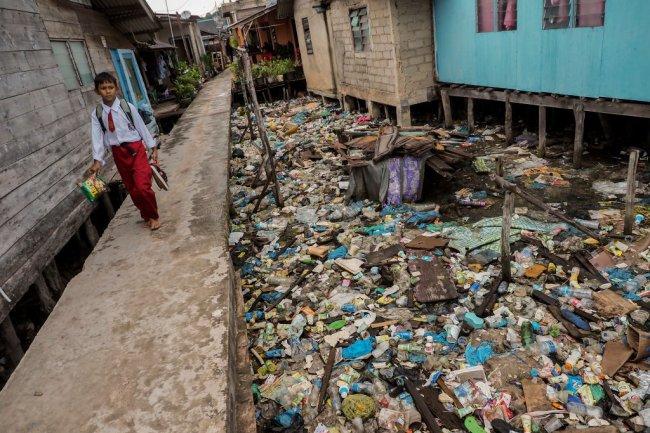 lixo na indonésia