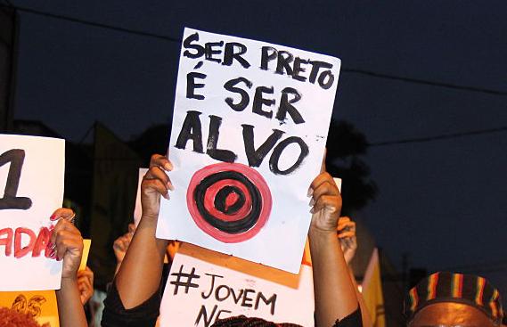 O que é ser negro no Brasil, um país racista, em números