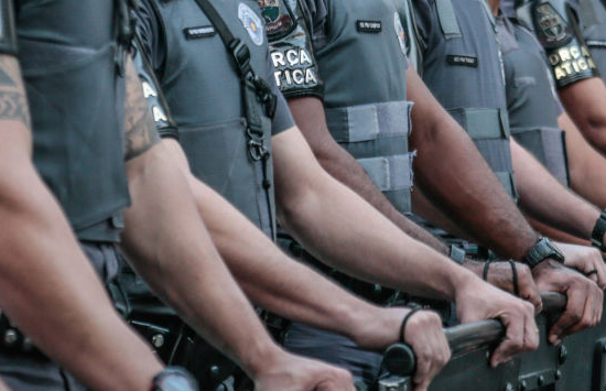 """Jovem é agredida por policial que veio """"socorrê-la"""" de violência doméstica"""