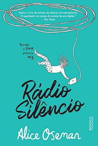Capa de Rádio Silêncio com fundo verde e a ilustração da personagem caindo enquanto segura um aparelho com fones e fios pendurados