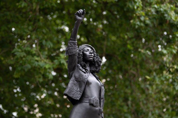 Por que a estátua da ativista negra foi removida pelo prefeito de Bristol?