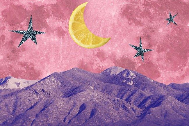 ilustração de estrela, montanha e lua em formato de laranja
