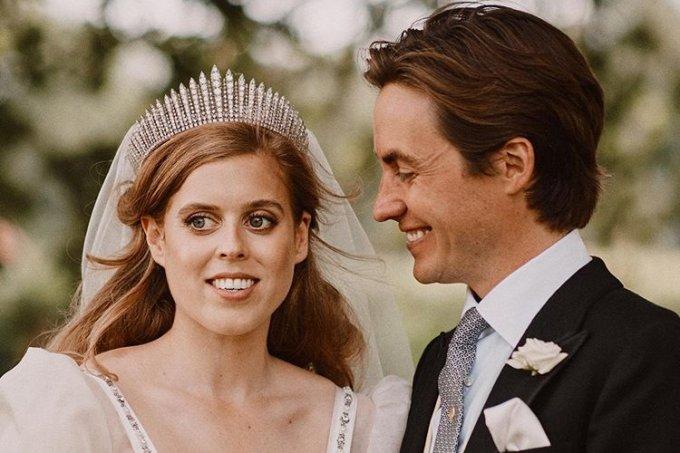 princesa-beatrice-vestido-noiva-tiara-casamento-rainha-elizabeth