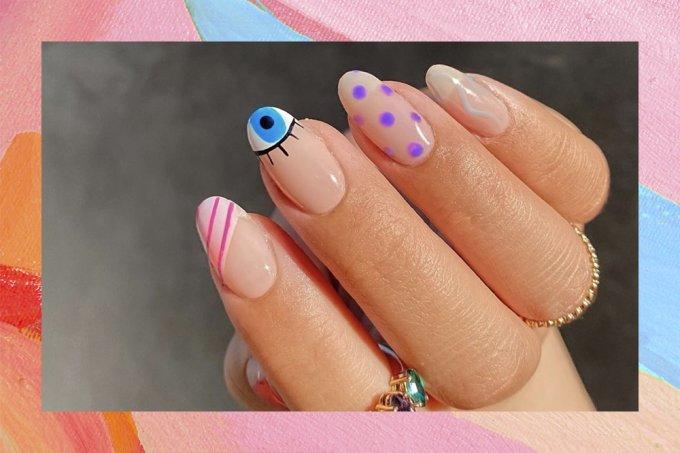 Nail art um desenho em cada dedo