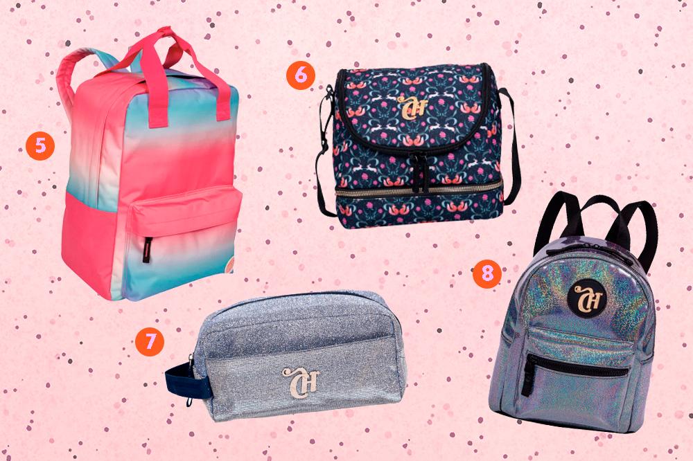 Montagem com quatro produtos da coleção de mochilas da CAPRICHO com a Sestini em um fundo rosa com bolinhas. Em cima, tem uma mochila retangular degradê e uma lancheira com estampa de raposinhas. Embaixo, um estojo de glitter e uma mini bag holográfica.