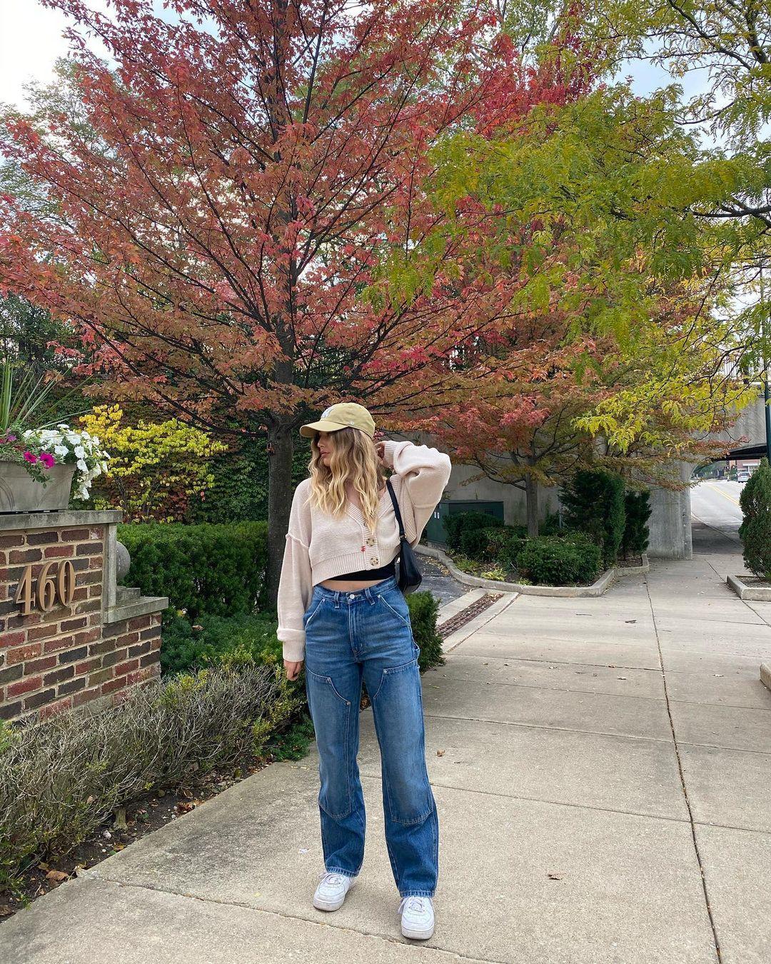 Look com calça jeans wide leg