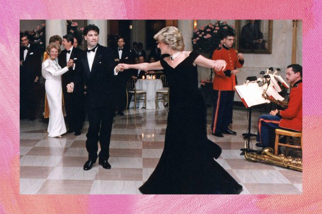 Lady Di dançando com seu icônico vestido preto