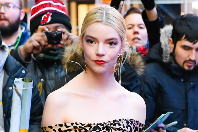 look-do-dia-anya-taylor-joy-vestido-animal-print