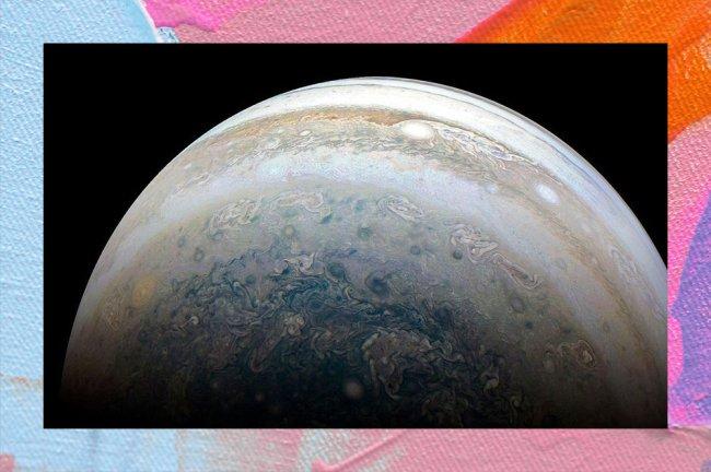 A imagem mostra Júpiter, o maior planeta do Sistema Solar