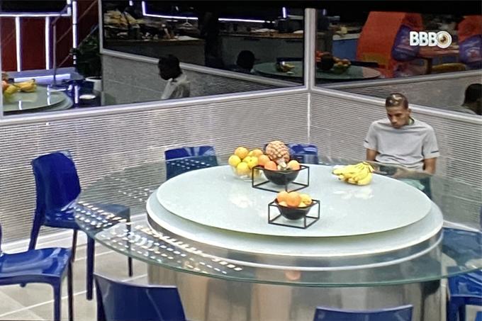 BBB21: Lucas Penteado é isolado por Karol Conká e outros participantes