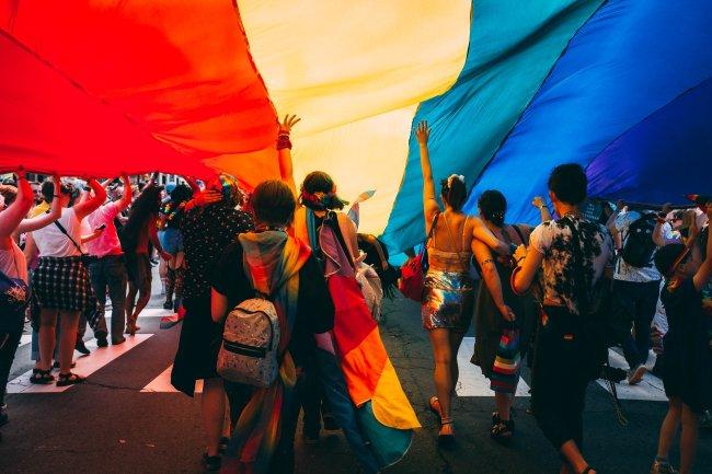 Um glossário sobre a sigla LGBTQIA+, identidade e expressão de gênero