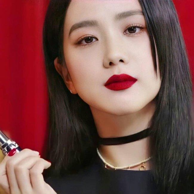 Kim Jisoo maquiagem clássica
