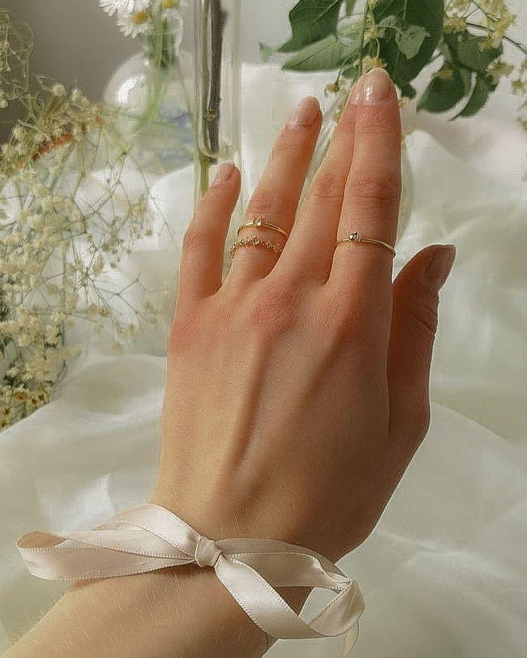 Anéis delicados no estilo cottagecore
