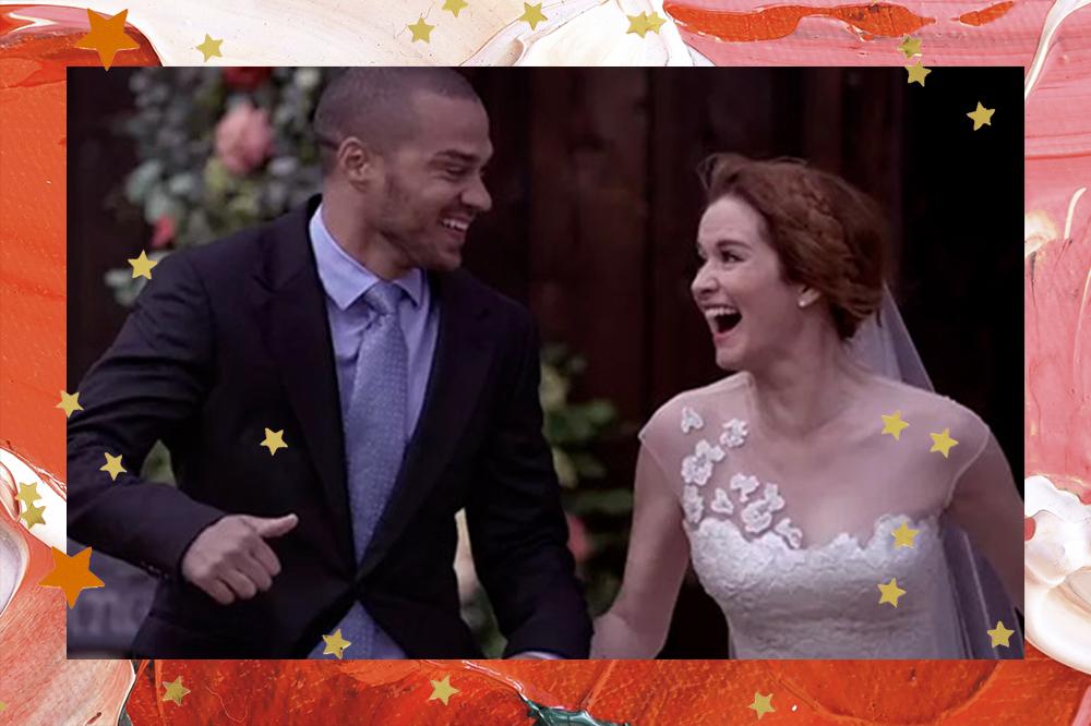 Jackson Avery e April Kepner em Grey's Anatomy; os dois estão correndo de mãos dadas enquanto fogem do casamento; Jackson está de terno preto com camisa e gravata em tons de azul e April está de cabelo preso e vestido de noiva; eles sorriem olhando um para o outro