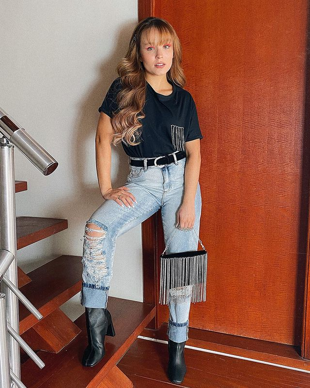 Look da Larissa Manoela com calça jeans
