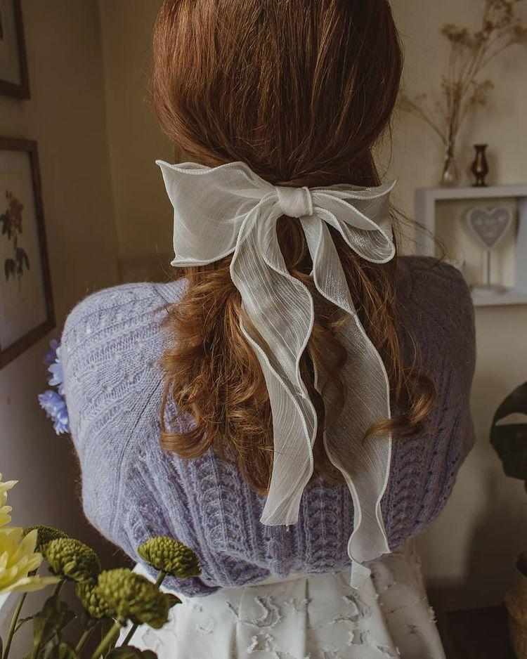 Penteado com laço no estilo cottagecore