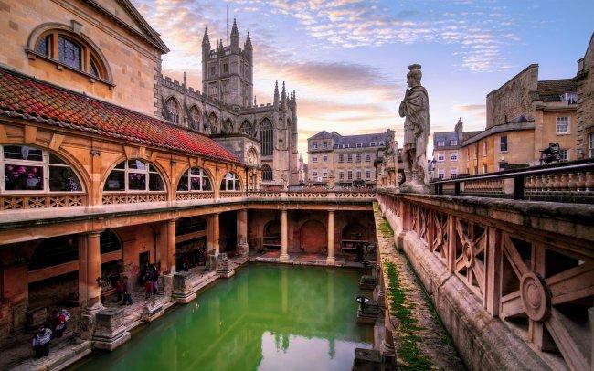Imagem mostrando as termas romanas de Bath, na Inglaterra