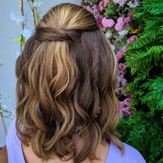 Inspiração de penteado meio preso para cabelo curto