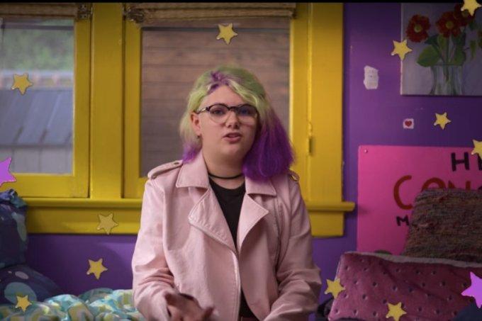 Jovem na série Histórias para vestir da Netflix